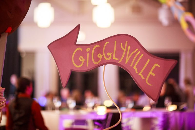 gigglyville sign