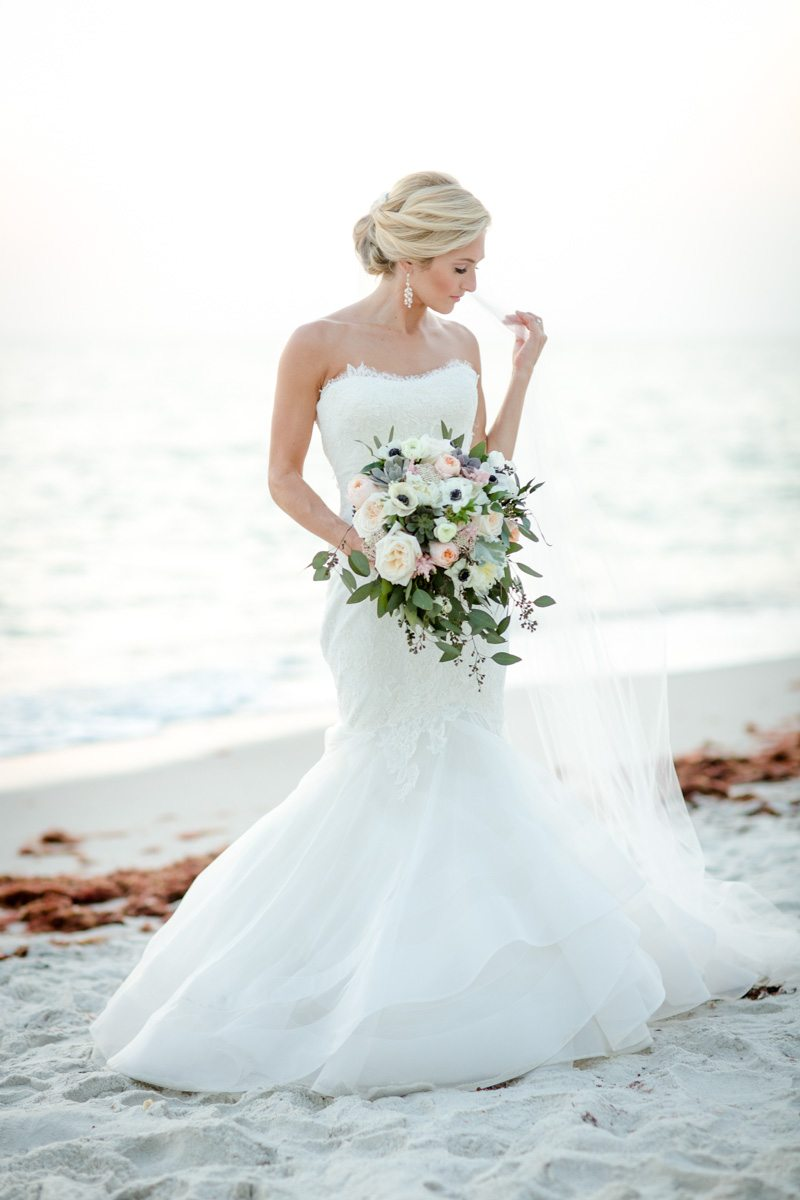 Bride full feature on beach Rakow_Reynolds_Set_Free_Photography_LaPlayaFloridaWeddingSetFreePhotographyFloridaPhotographer1911