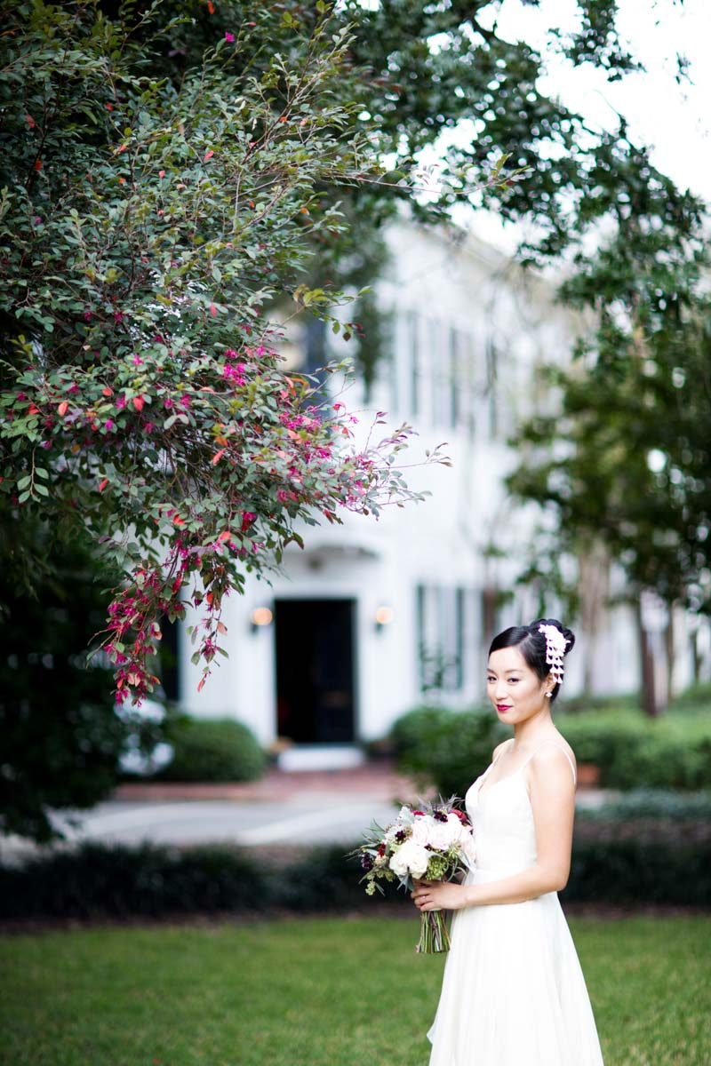 Bride longview of bouquet and hair piece jadematthew_savannah_vics_18