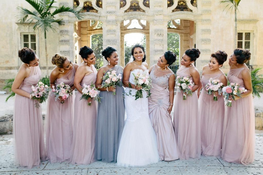 Bridesmaids looking at bride Rattoo_Rattoo_Erika_Delgado_Photography_EDP0183