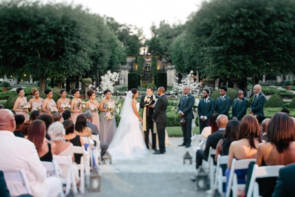 Ceremony overview with green background featuring guests Rattoo_Rattoo_Erika_Delgado_Photography_EDP50661