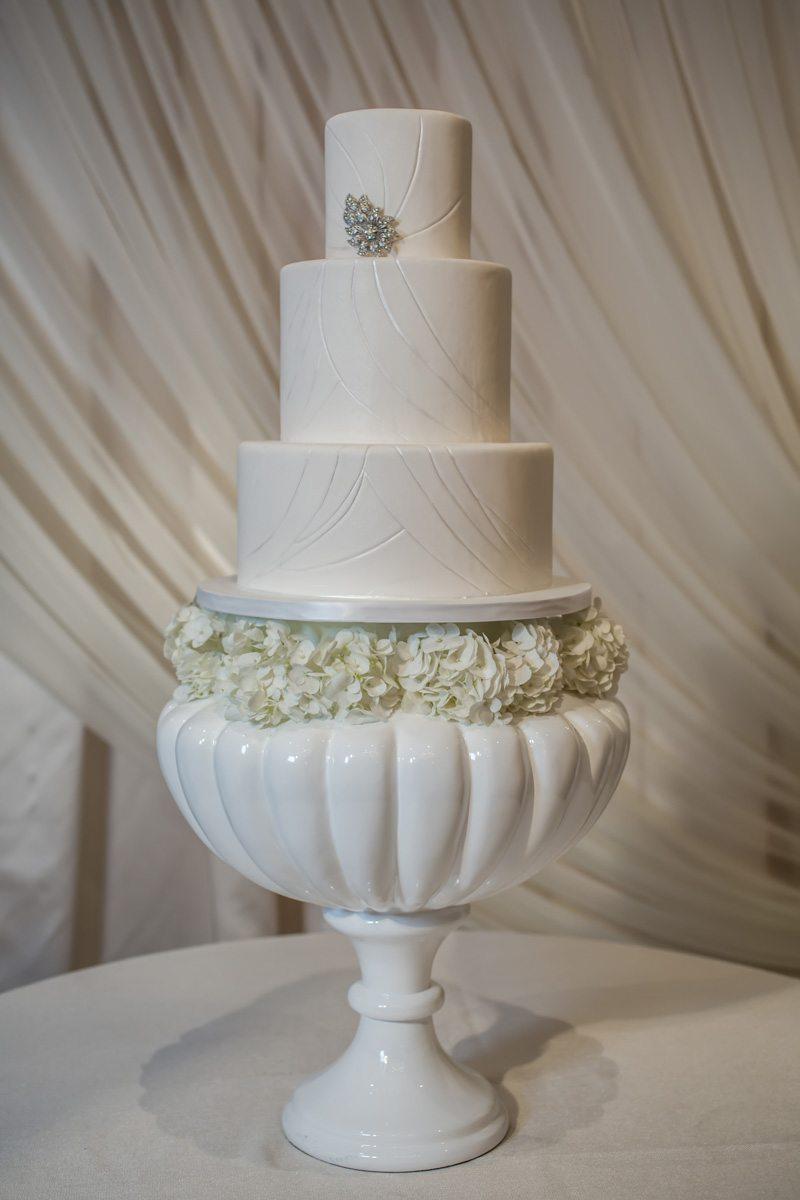 Close up of Three Tier Wedding Cake Janet_Howard_Studio_WhiteWedding123