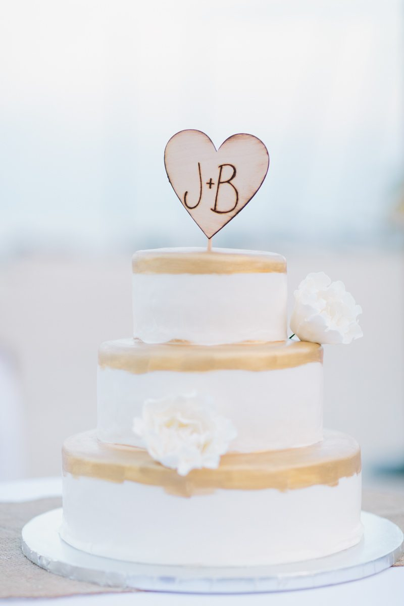 _Custom Monogram Heart Gold and White Wedding Cake