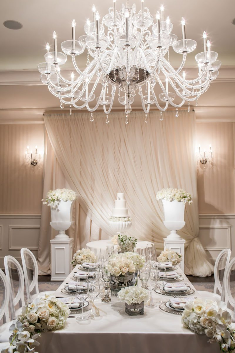 Reception Table and Cake with Full Chandelier Janet_Howard_Studio_WhiteWedding143