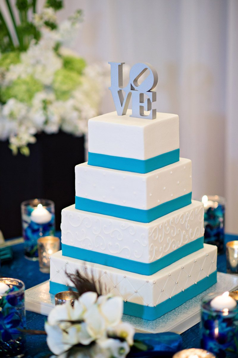 Square cake with blue ribbon Barry_Bailey_Kristen_Weaver_Photography_KWPSGBA1643