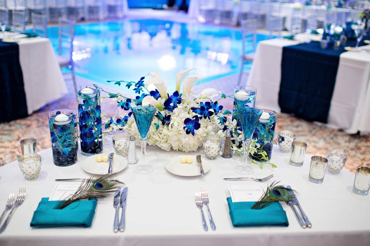 Table close up with peacock theme Barry_Bailey_Kristen_Weaver_Photography_KWPSGBA1556
