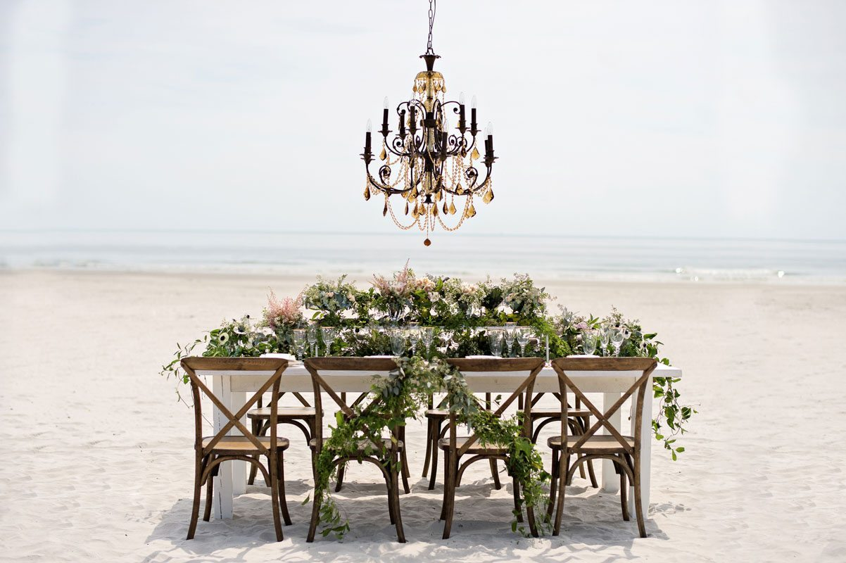 Wooden table long shot with greenery and chandelier__Kristen_Weaver_Photography_KW48345