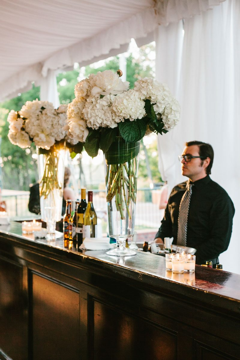 _Bar set up for reception with white hydrangeas katelyntaylor-0670-2