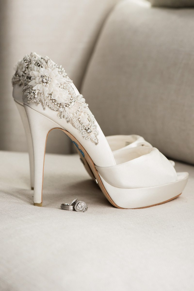 _Bride shoes closeup intracate adornments Diaz_Gonzalez_Kathy_Thomas_Photography_KathyThomasPhotographyGonzalez55