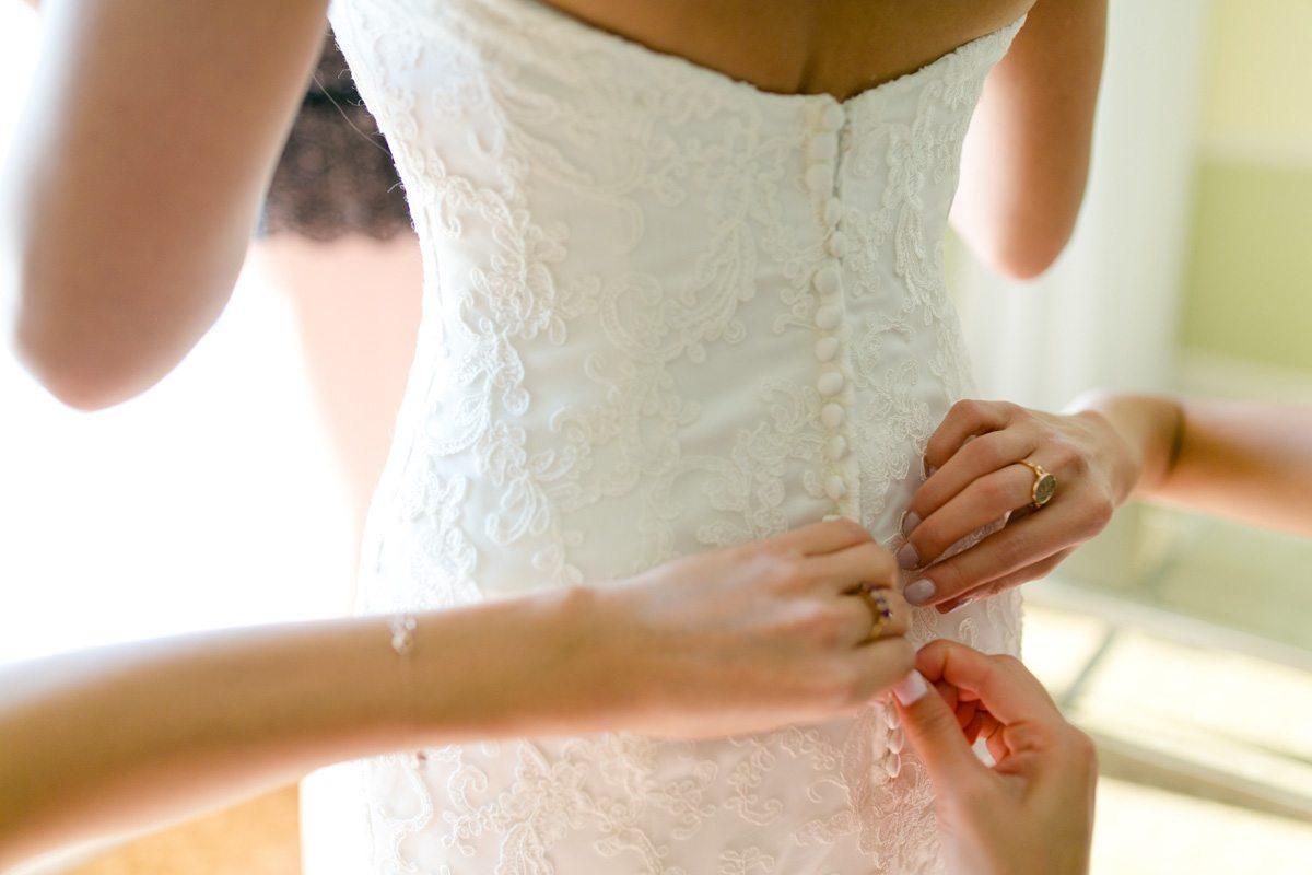 Buttoning the back of the dress Tsou_Nealon_Set_Free_Photography_LaPlayaWeddingNaplesPhotographerFloridaSetFreePhotography1168
