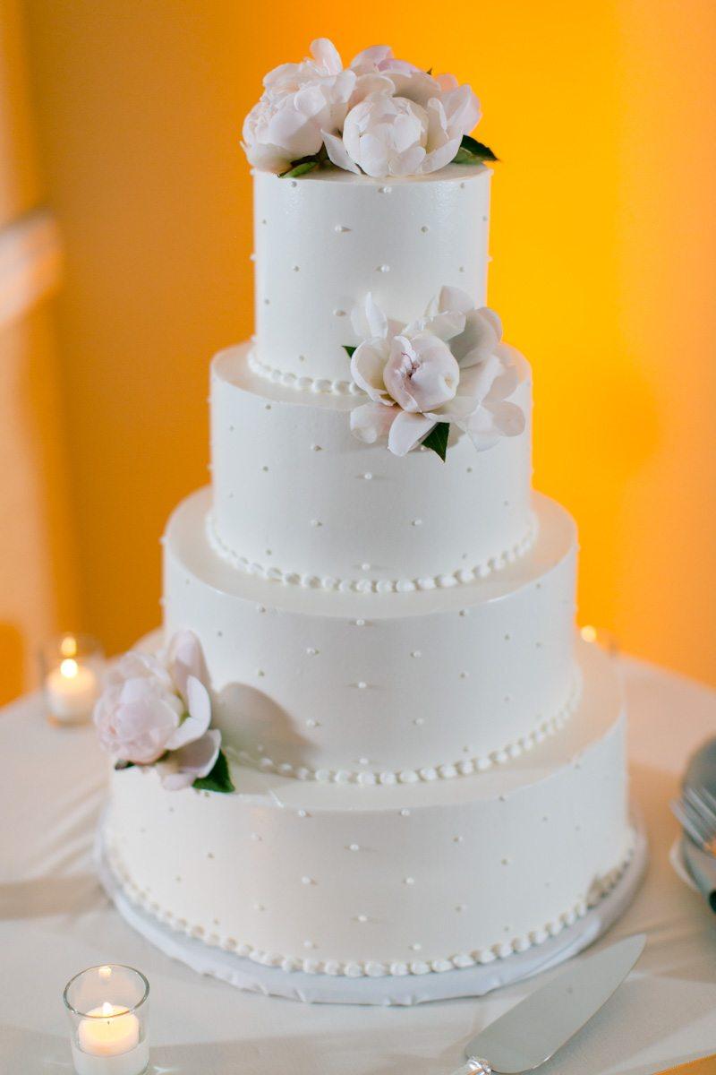 Cake with sugar flowers Tsou_Nealon_Set_Free_Photography_LaPlayaWeddingNaplesPhotographerFloridaSetFreePhotography1913