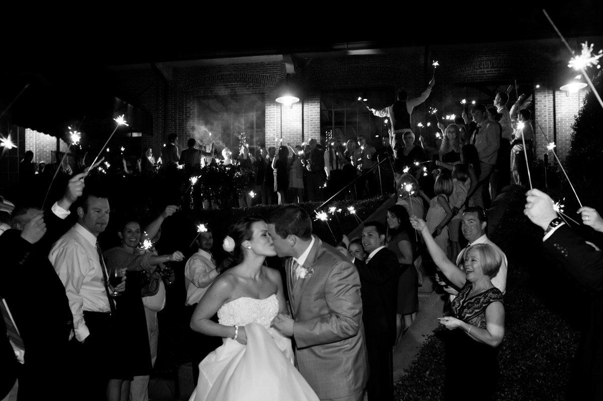 Exit Kiss - Tessa Marie Weddings