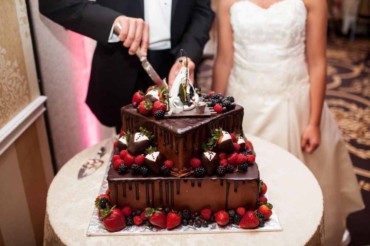 _Grooms cake chocolate and strawberrys Herndon_Herndon_Sharon_Theresa_Wheaton_20150627sharontheresawheaton1081