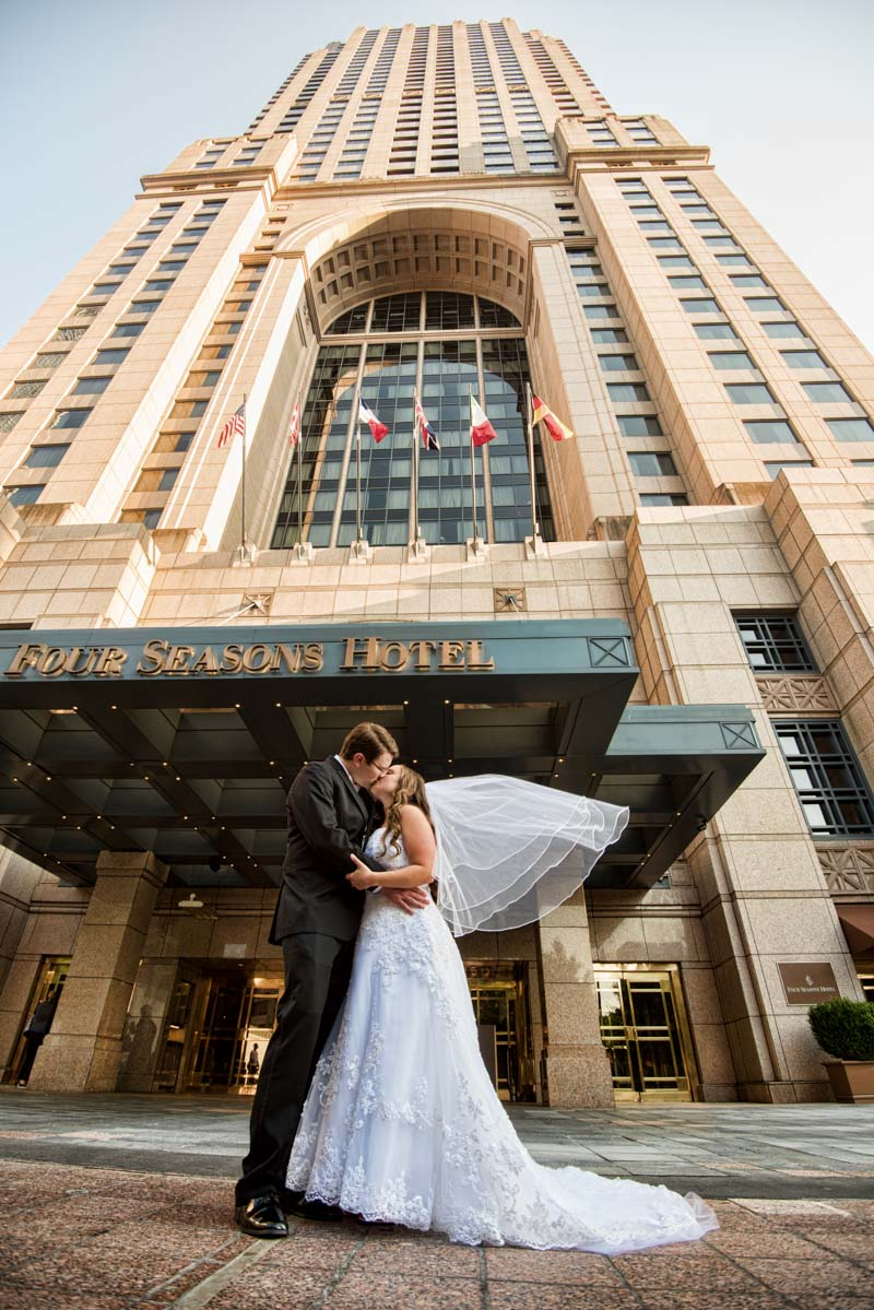 Kissing in front of hotel Callaway_Cook_Moreland_Photography_Cook4741