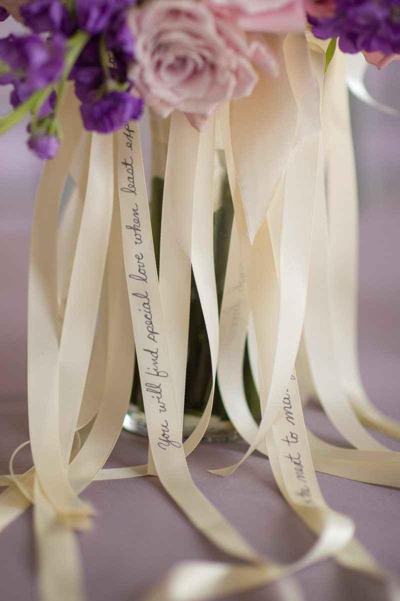 _Small detail on floral centerpiece and ribbon Diaz_Gonzalez_Kathy__Thomas_Photography_KathyThomasPhotographyGonzalez89