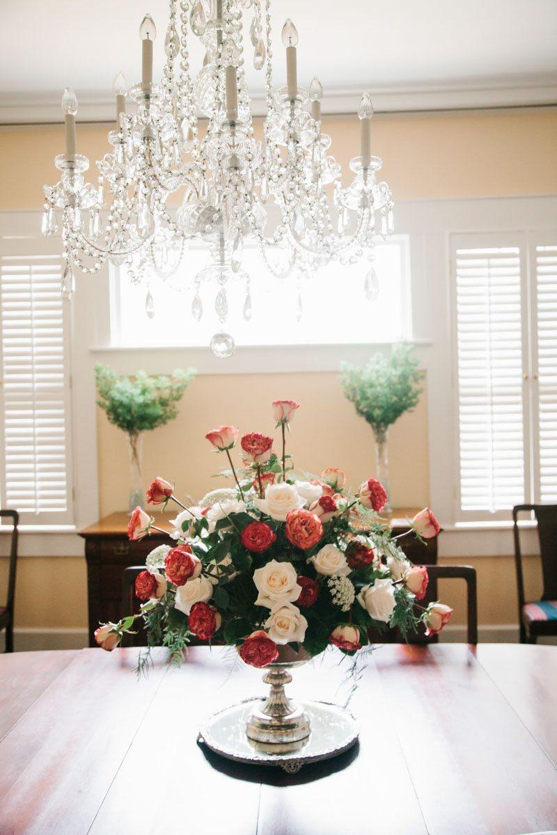 bouquet centerpiece with chandelier