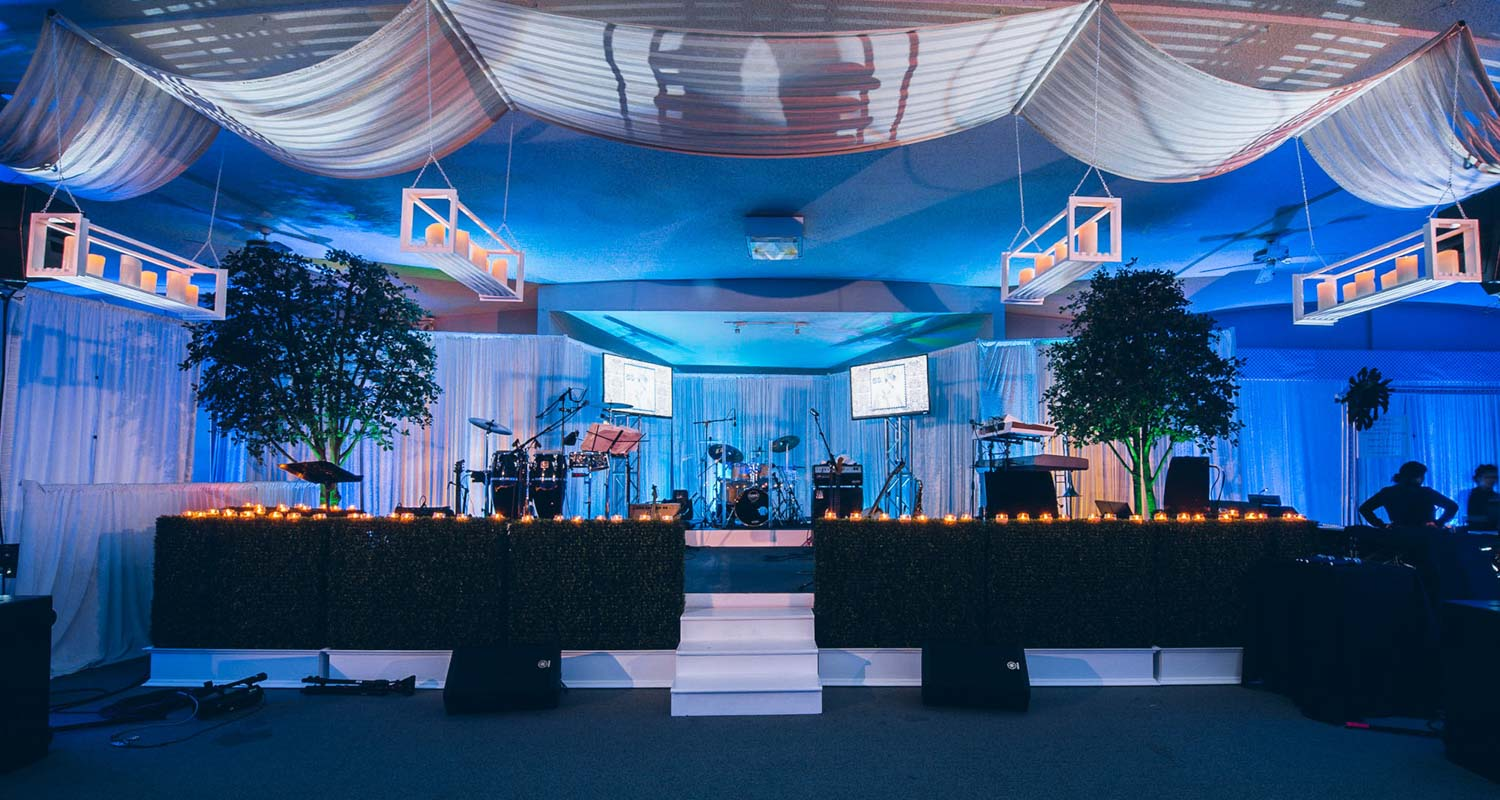 Band stage with draping overhead and votive candles Mineo__Imagen_Photos_f17