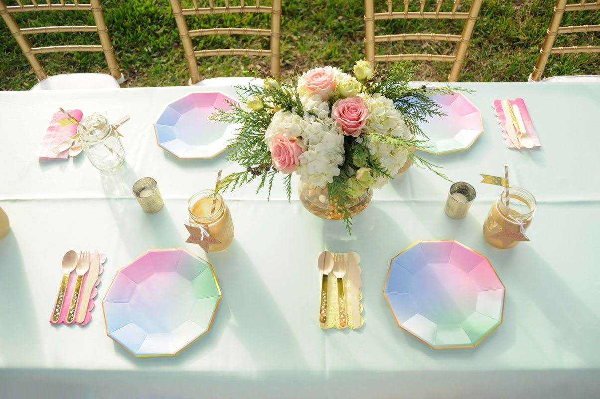 Blue Gren Pink Plates White and Pink Flowers