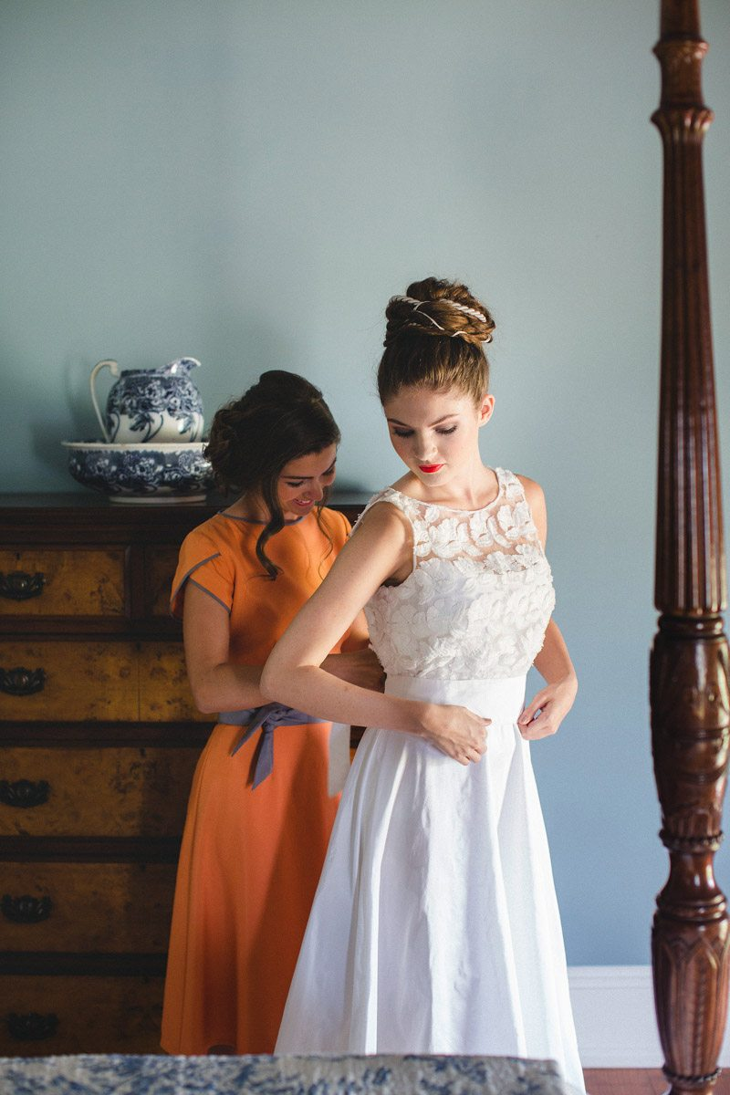 Bride Getting Ready - Izzy Hudgins Photography