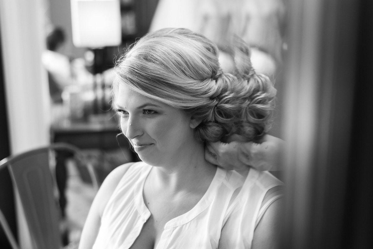 Bride getting ready black and white hair shot Pearl_Warnock_Caroline__Evan_Photography_MichaelaChrisWedding0188