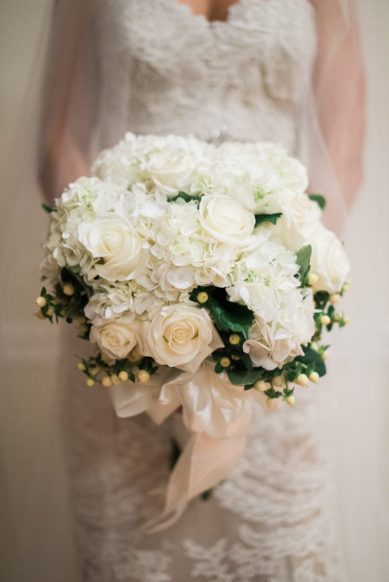 _Bride's white bouquet Collins_Gleaton_Still_Co_StillCo121