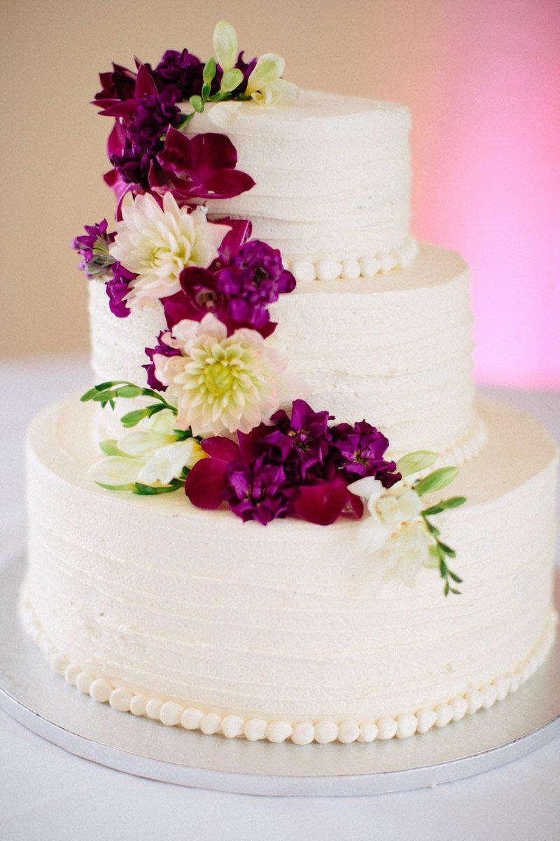 _Cake with draped purple florals Obert_Taylor_Ais_Portraits_AisPortraitsBryanTori181