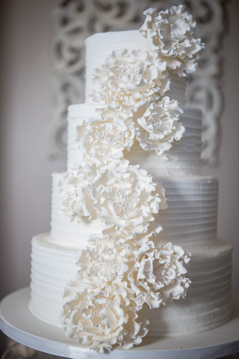 _Close up of the white flower ruched cake ScoobieBlushShoot-073