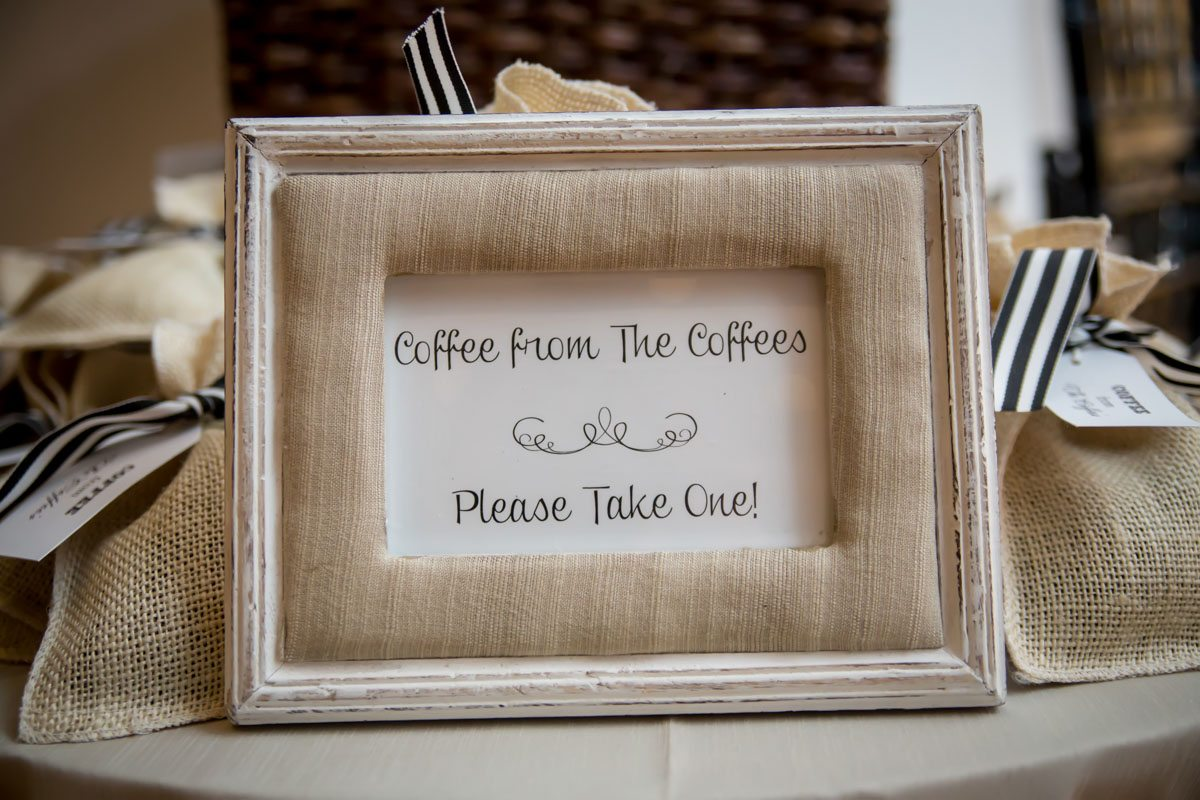 Coffee wedding favors with sign Townsend_Coffee_Janet_Howard_Studio_Coffee1006