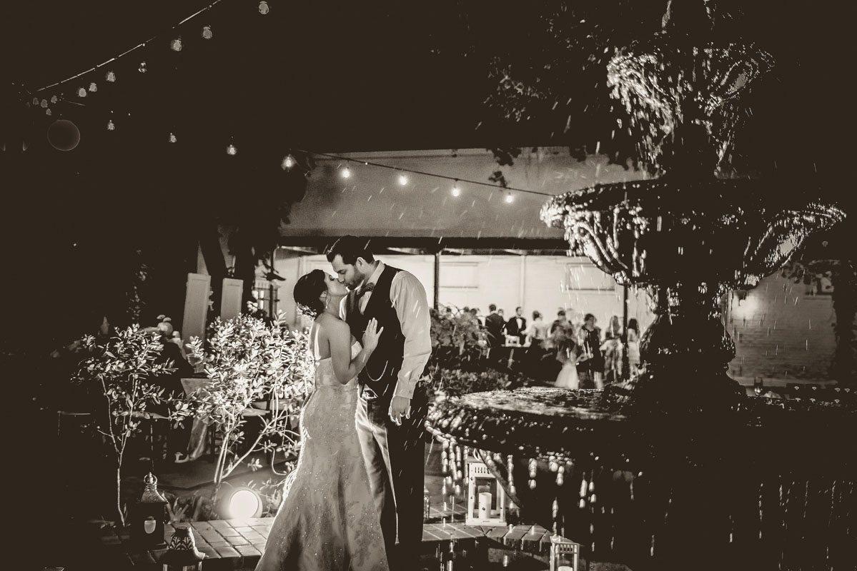 Fountain reception kiss