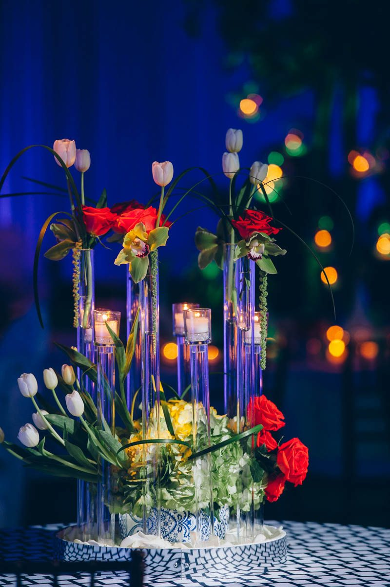 Glass and tulip candle centerpiece Mineo__Imagen_Photos_f39