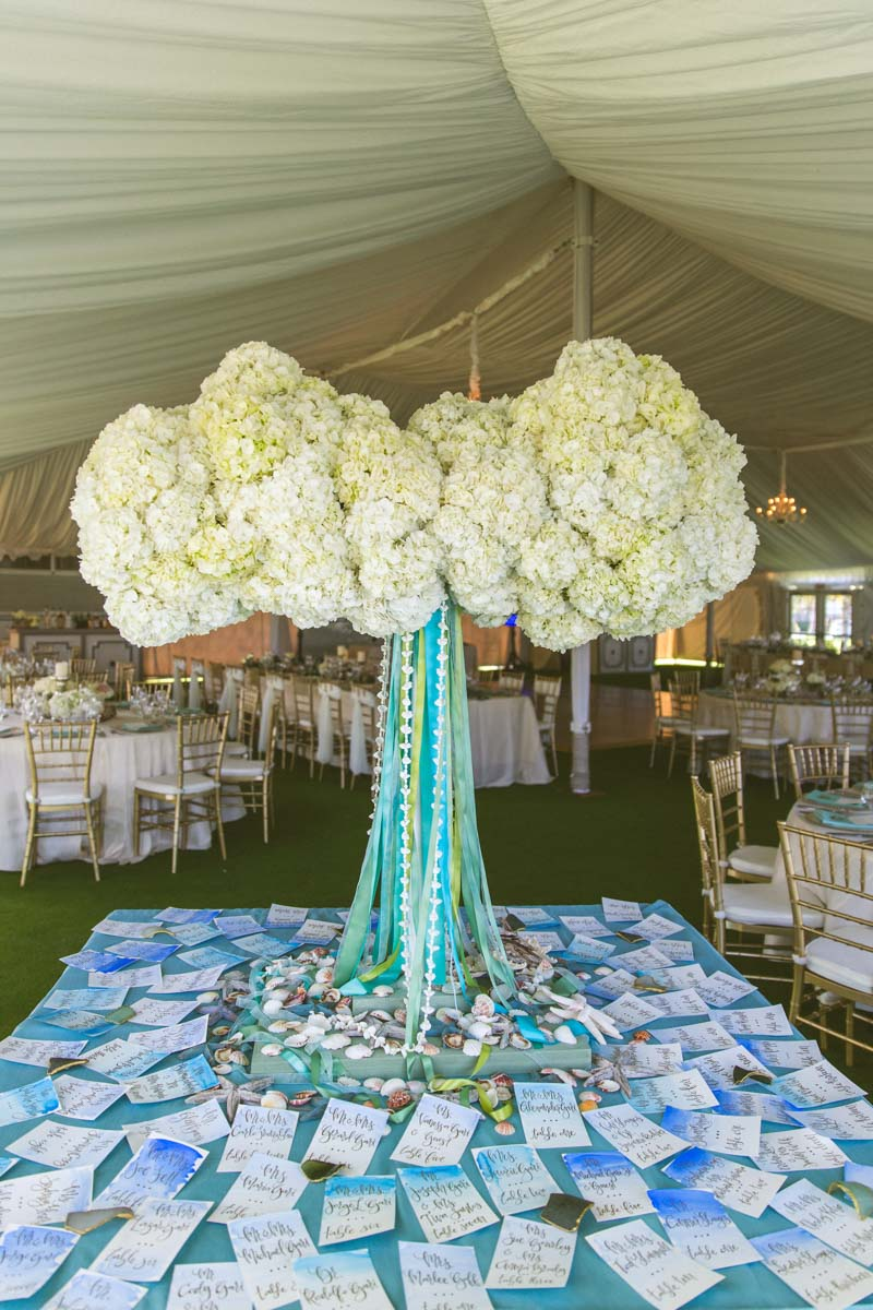 _Hydrangea tall centerpiece with blue ribbon and watercolor escourt cars TAWed0443
