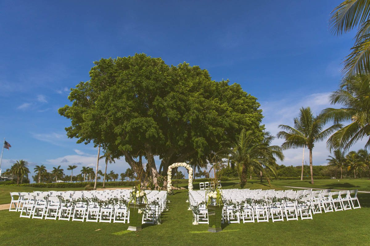 _Outdoor ceremony in front of tree TAWed0470