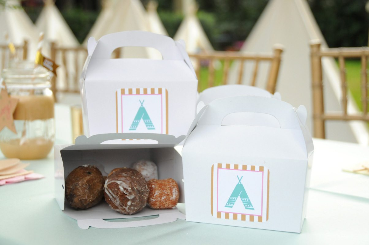Personalized Donut Box with Munchkins