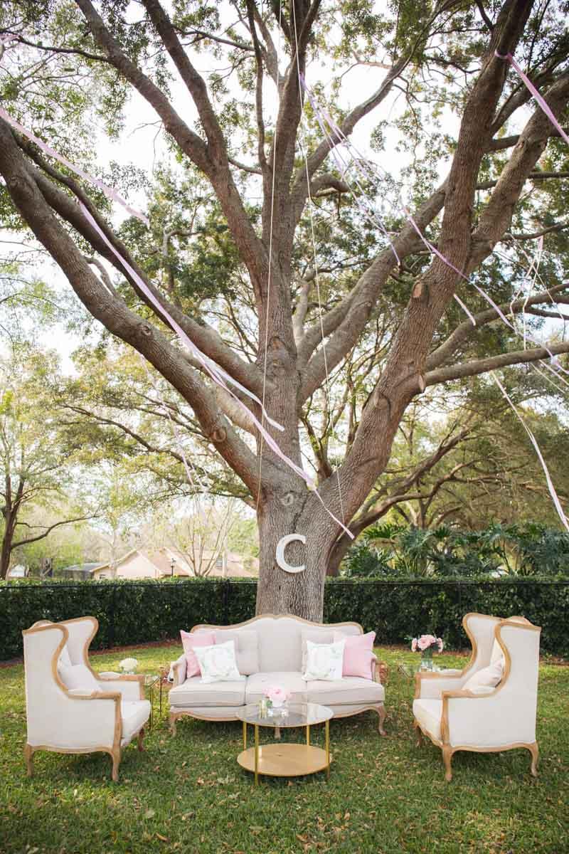 Streamers in Tree White Sofas