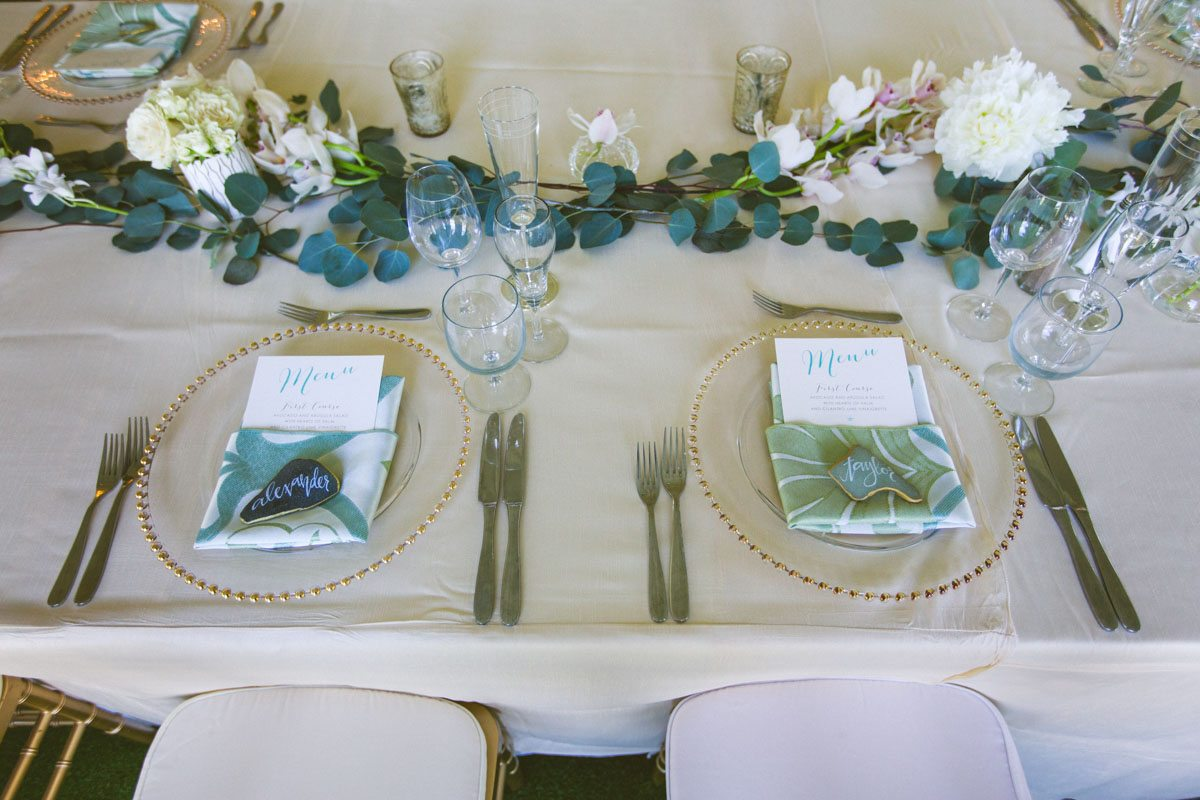 _Table setting green garland table runer TAWed0445