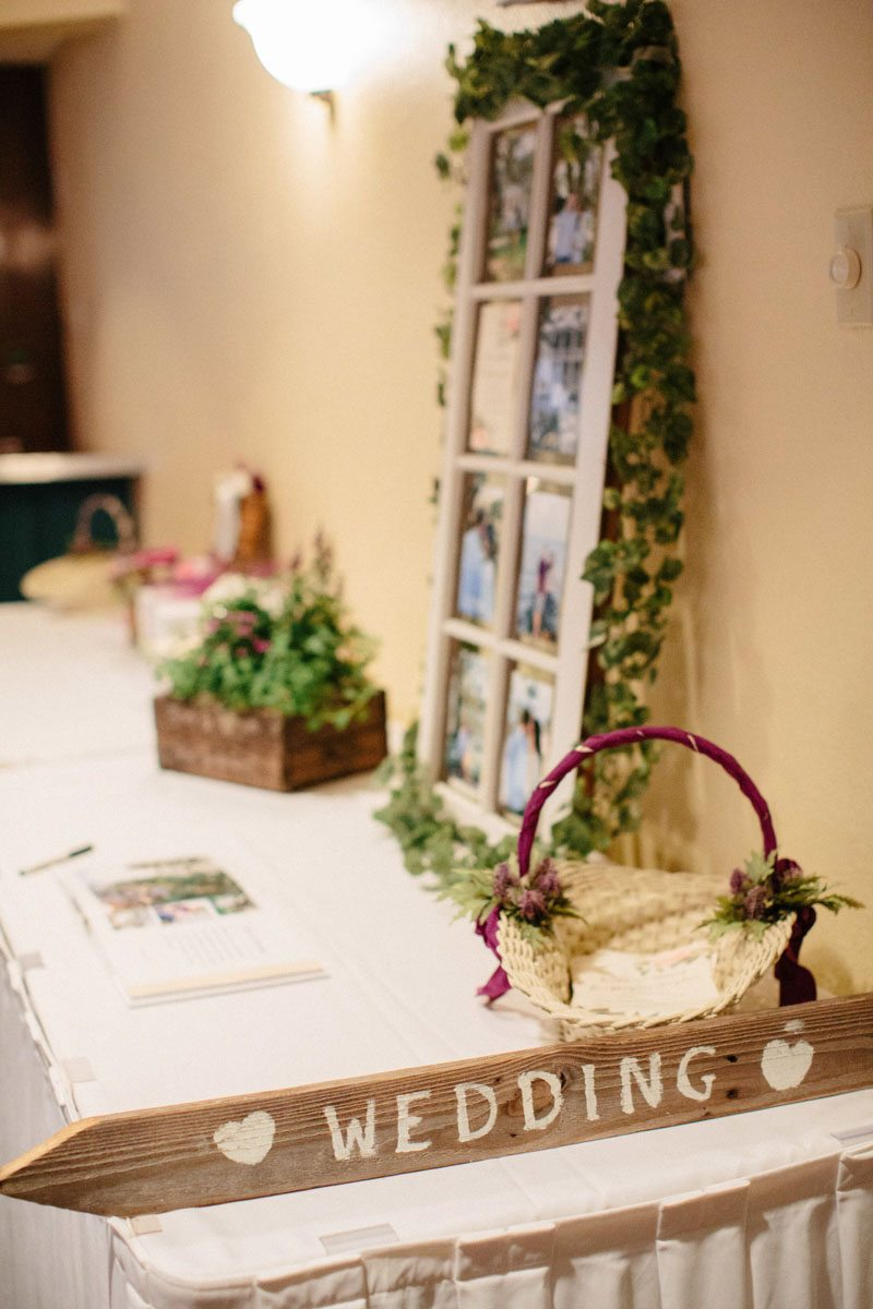 _Welcome table with wooden wedding sign Obert_Taylor_Ais_Portraits_AisPortraitsBryanTori326