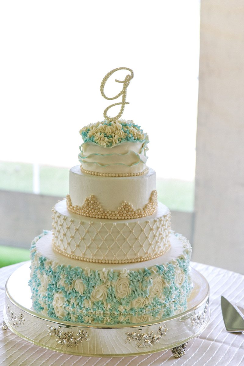 _White and light blue wedding cake TAWed0400