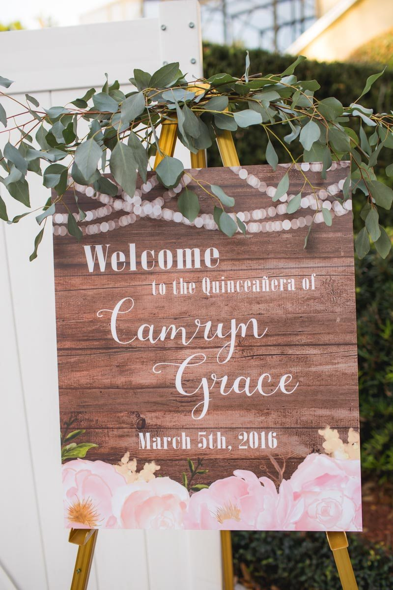 Wooden Welcome Sign with Leaves