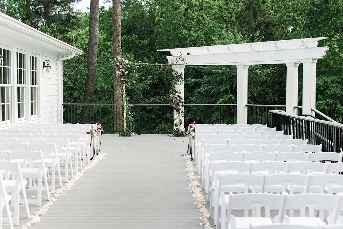 simple outdoor ceremony setup ivy arch