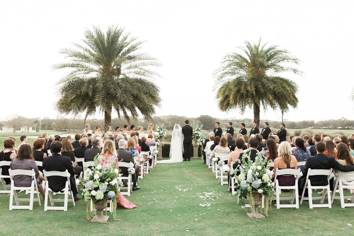 blue-and-white-palmtree-outdoor-wedding-ceremony