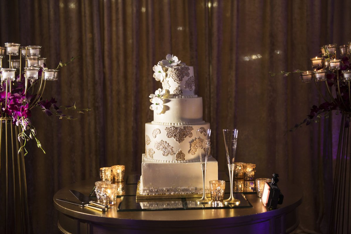 gold-detail-wedding-cake