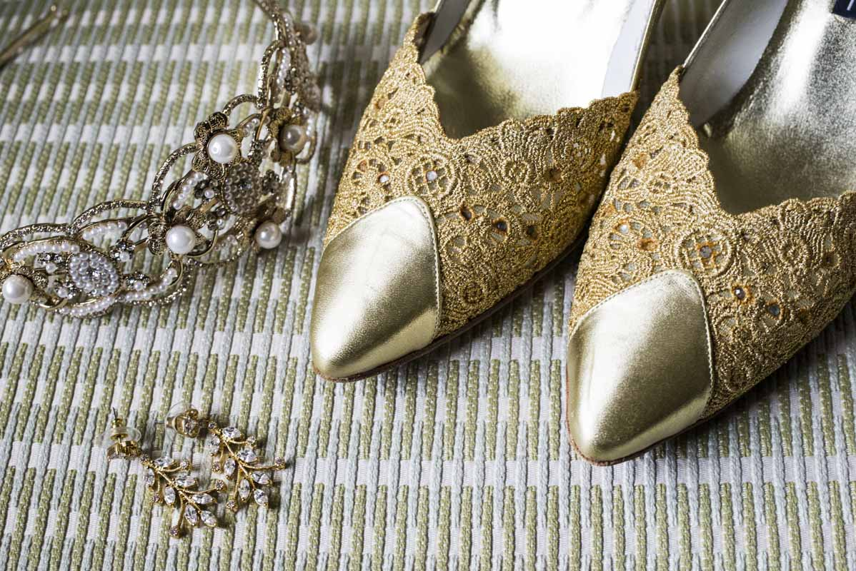 gold-shoes-and-jewelery
