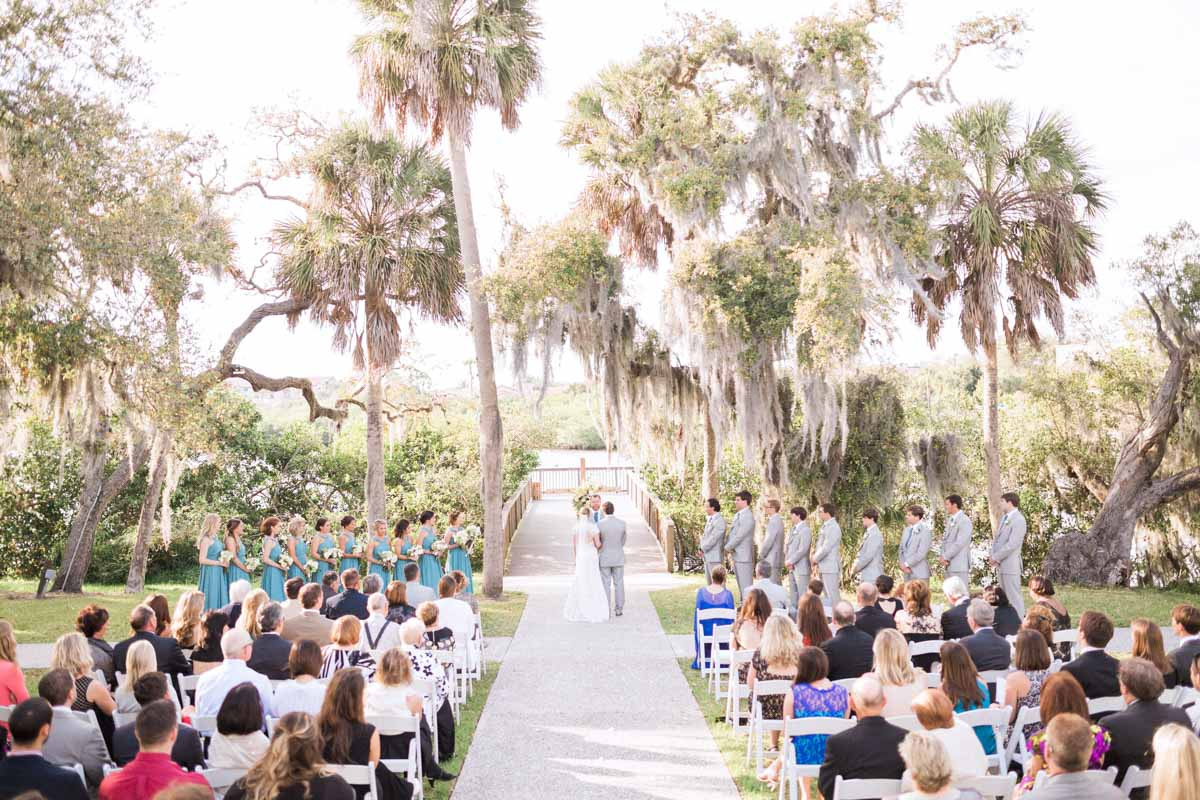 outdoor-palm-tree-and-spanish-moss-blue-and-grey-wedding-ceremony