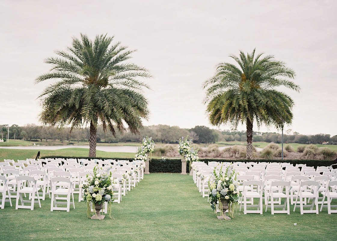 palm-tree-outdoor-white-and-blue-wedding-ceremony