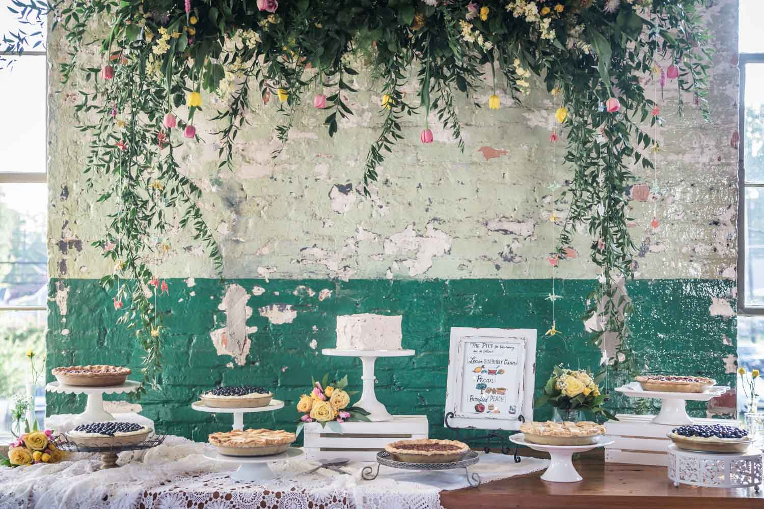 rustic-floral-dessert-table