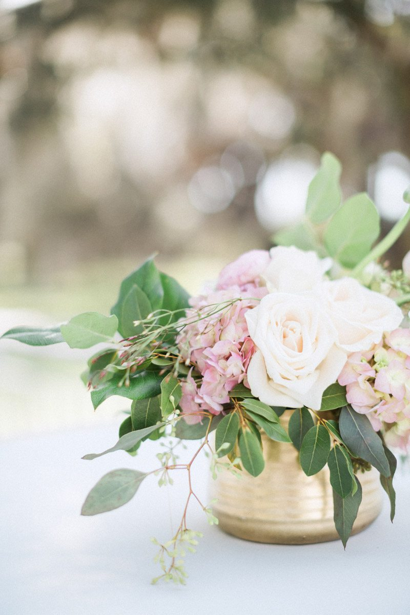 white-and-pink-flower-centerpiece