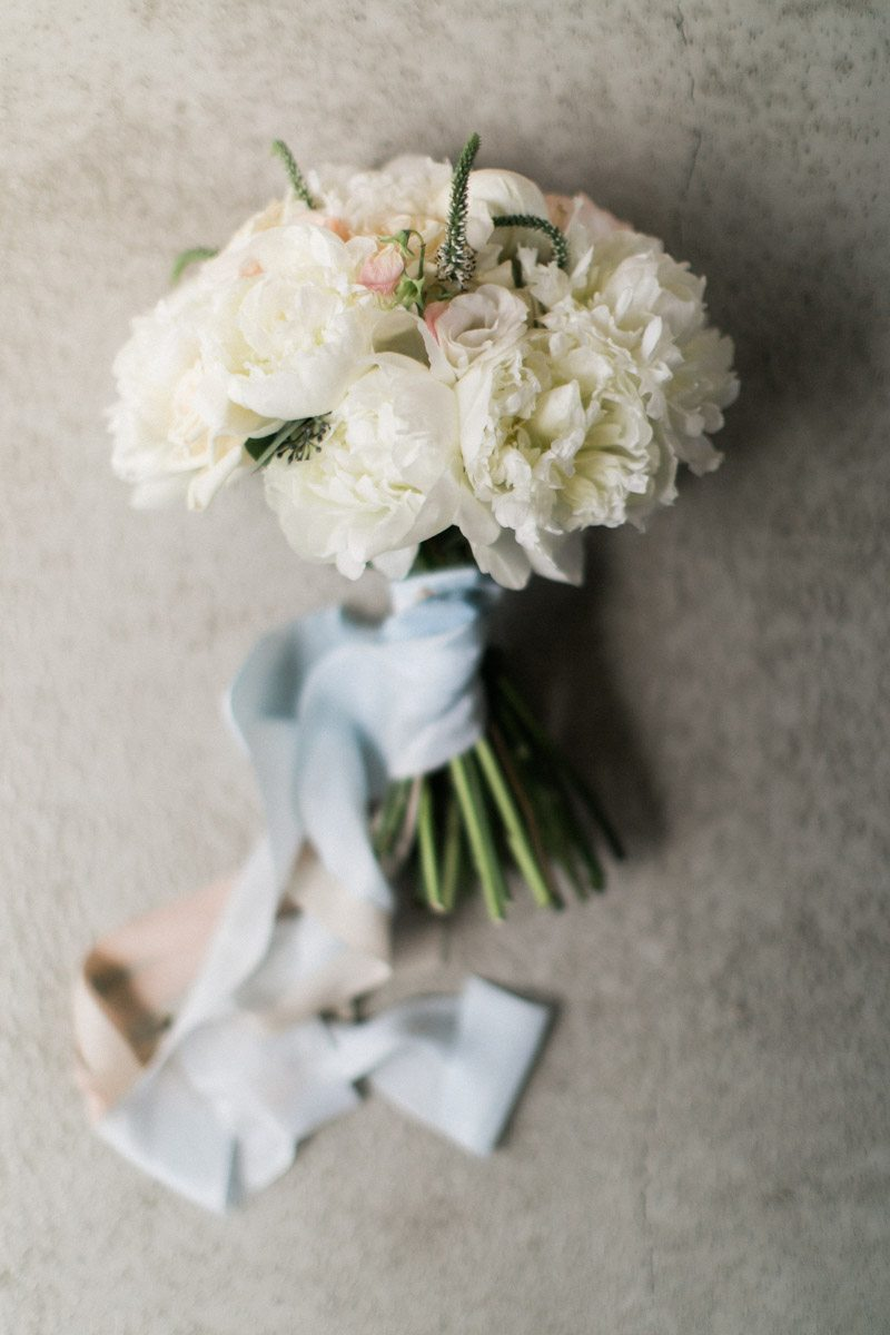white-bridal-bouquet-silk-ribbon