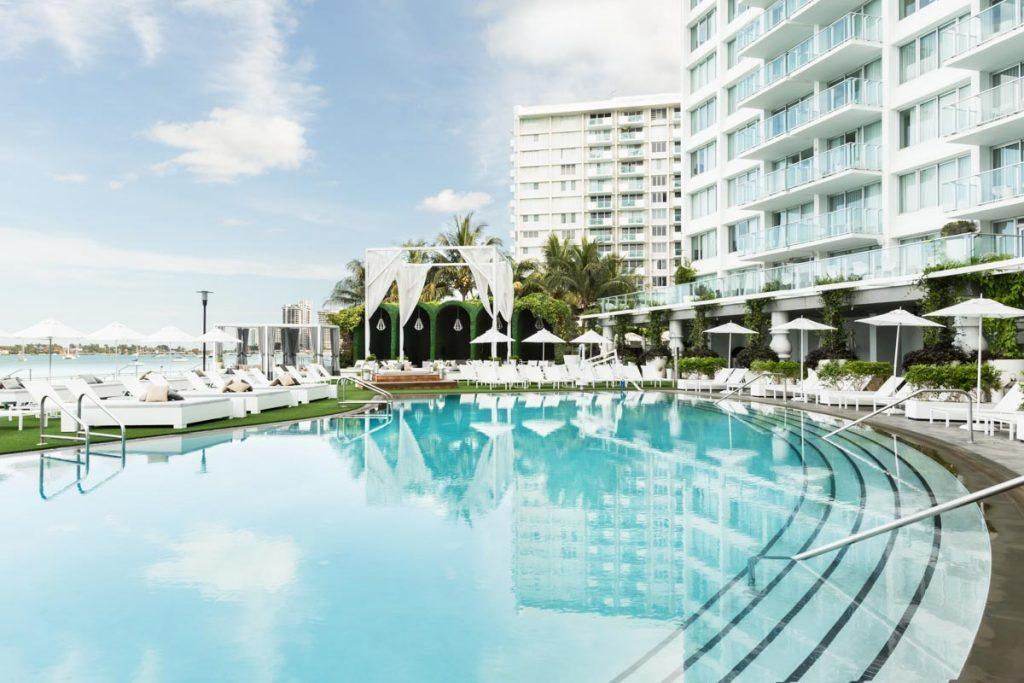 pool-deck-wedding-venue-mondrian-florida-south-beach-miami