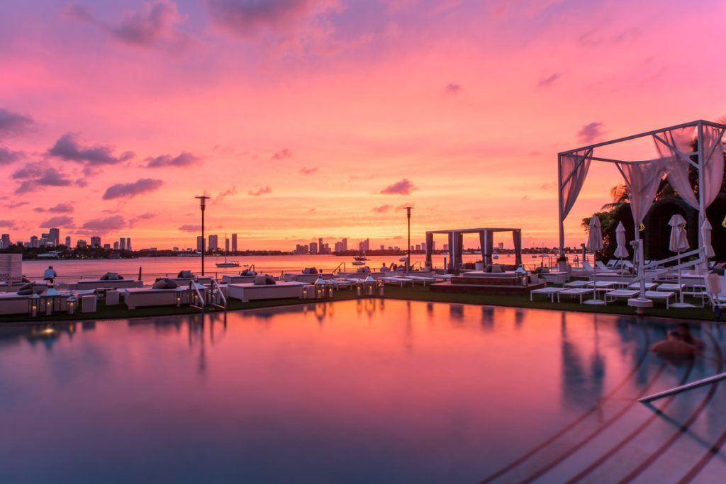 sunset-pool-rooftop-wedding-miami-florida-venue-mondrian