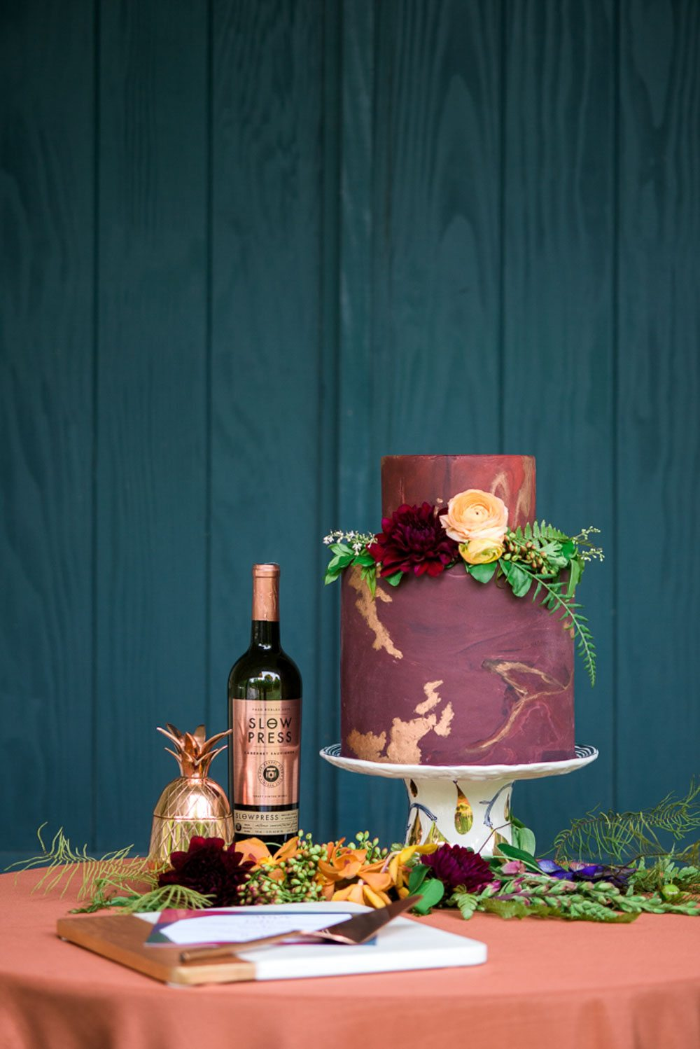 wine cake table gold details maroon orange gold leaf wedding cake